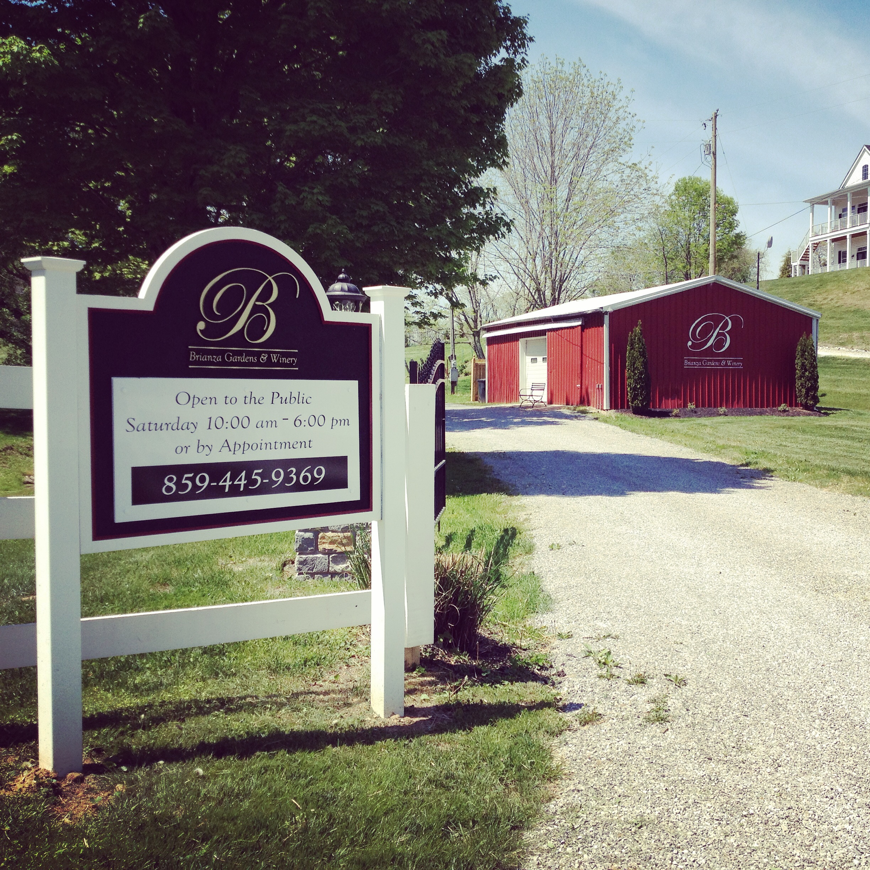 Scenic Outdoor Location For Greater Cincinnati And Louisville Wedding Venue Entry Way Into Brianza